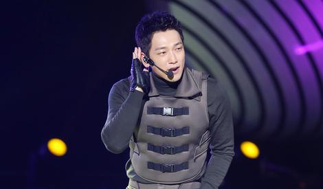 舞王回归!Rain台北跨年嗨唱热舞