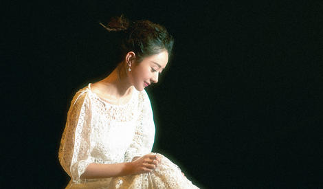 恭喜颖宝,和吴亦凡同台合唱离歌手颖又近了一步
