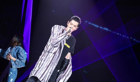 """吴亦凡""""中国有嘻哈巡演""""压轴,两首歌曲燃爆全场"""