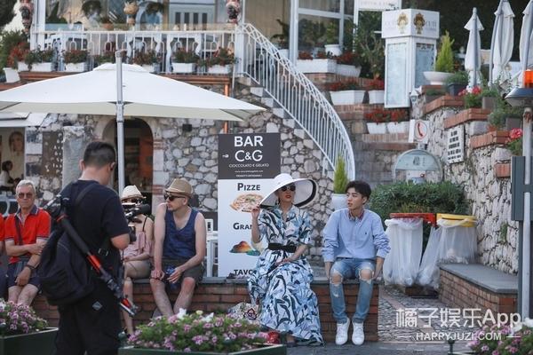 网友偶遇《中餐厅》录制 何超莲透露窦骁是结婚对象