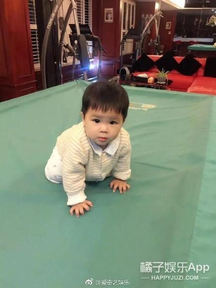 与黄圣依结婚11年,杨子晒儿子一岁生日照