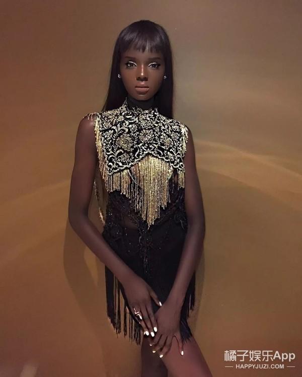 她一定是你见过最美的黑人小姐姐,精致得不像真人!