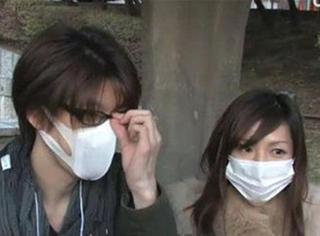 哈哈哈,日本综艺让街上的女生当场摘口罩,结果...