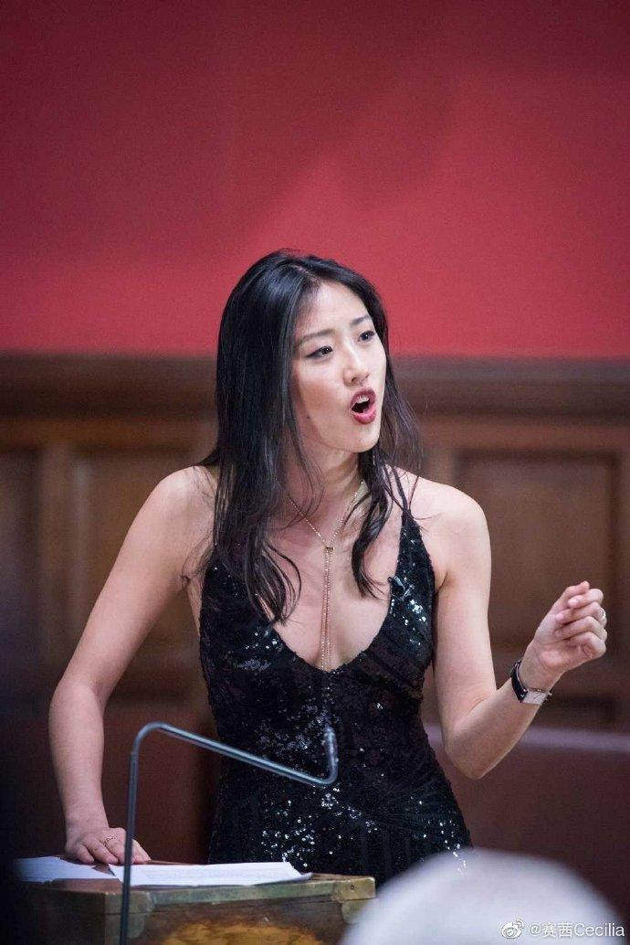 还记得牛津大学女辩手赛茜吗?她现在是演员?