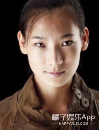 女主旧照曝光、双胞胎妹妹是女的!《前任3》的女演员竟然.