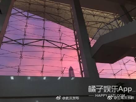 白宇万圣节地铁站发糖 哈文朋友圈首次发声