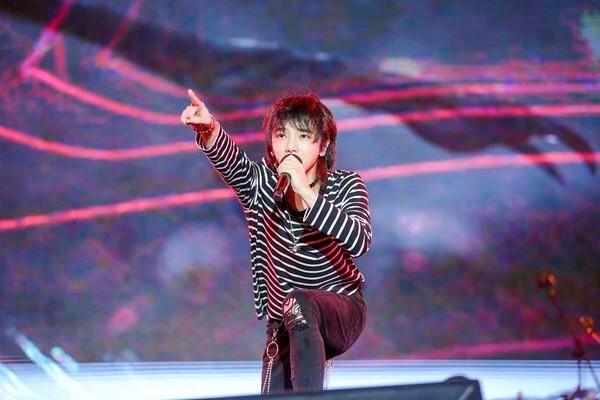 华晨宇说9月份的演唱会有大惊喜,可能会飞到天上唱!