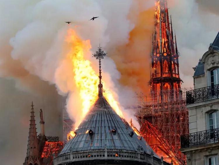 巴黎圣母院∏不会消失,卡西莫』多的家还在
