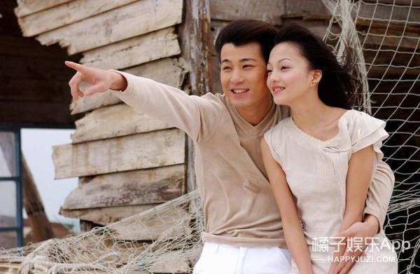 还记得《海豚湾恋人》的男主角吗?他现在长得也太年轻了吧!