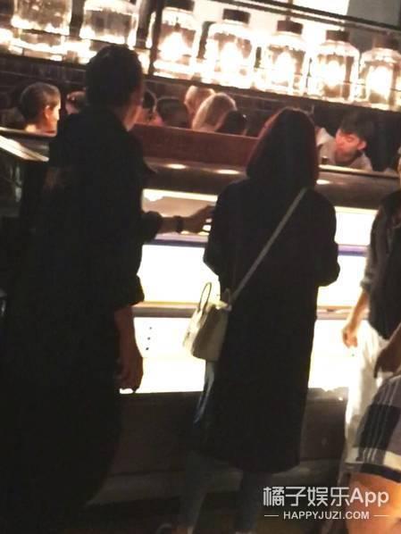 王大陆再被拍到和姜汉娜逛水产店,这是恋情曝光的节奏?