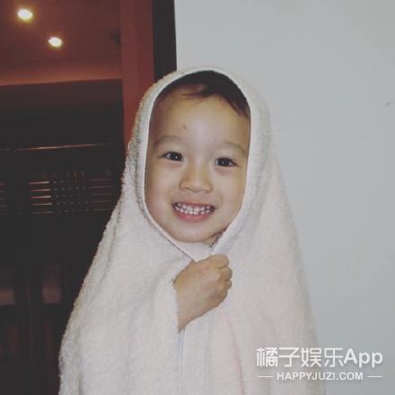 李易峰暖心保护小朋友 王源电影正面照首曝光
