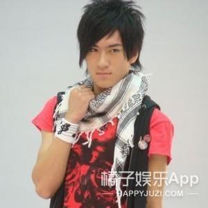 还记得《泡沫之夏》里的尹澄吗?他现在长这样啦!