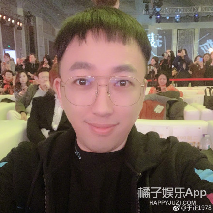 当佘诗曼站在网红滤镜前...这是谁啊?