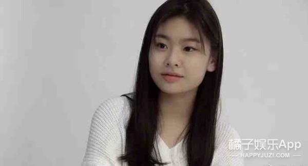 还记得《釜山行》里孔刘的女儿秀安吗?追星追得太成功了!