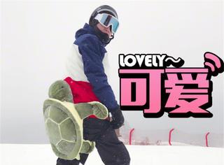 """""""少女""""林更新再次上线,滑雪还带了小乌龟的坐垫"""