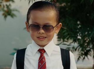 還記得《長江七號》的富二代陳俊生嗎,這是換了張臉吧?