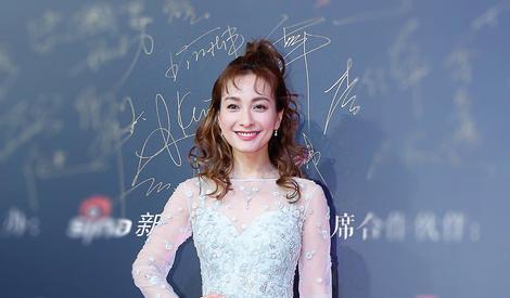 吴昕获年度人气偶像大奖,小卷毛造型也太美了吧