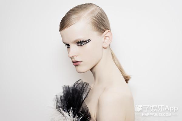 春夏时装周秀场上,仙女们的妆容你最喜欢哪个?