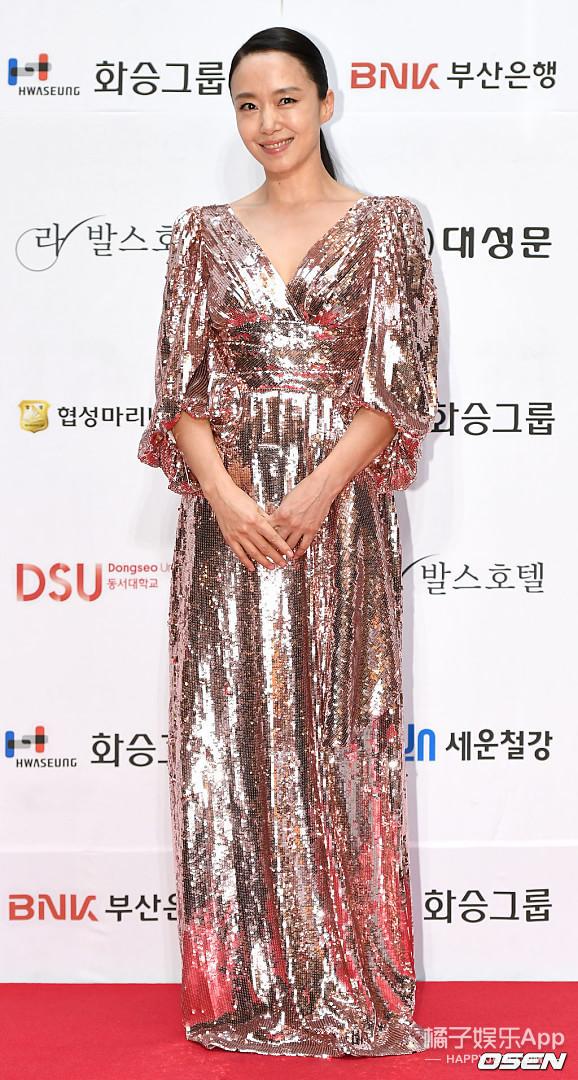 總夸韓國女星漂亮,但一到大場合就輸給我們?