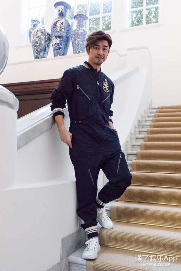 米兰时装周:简单工装连体裤的大仁哥秒变阳光率性男孩