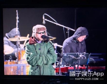 何洁演唱会上否认出轨 关晓彤吴昕跳快本开场舞