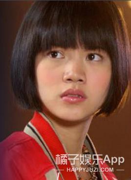 还记得《爱情魔发师》里的小贝吗?她现在长这样!