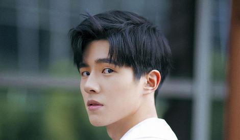 刘昊然清新出镜,美少年和阳光更配哦