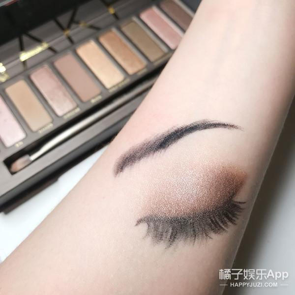 眼影试色新玩法,我的眼妆可以画在手臂上!