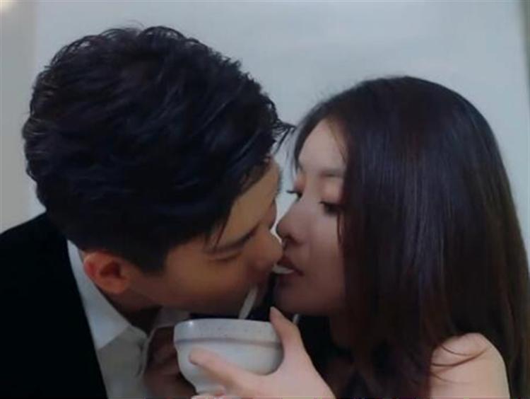 這個吻戲…看完連戀愛都不想談了