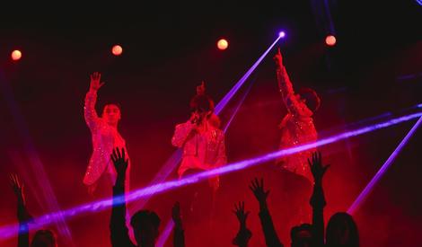 BigBang举行跨年演唱会,TOP缺席