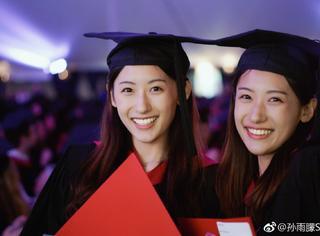 还记得复旦最美双胞胎吗?哈佛毕业后,一起进了央视…