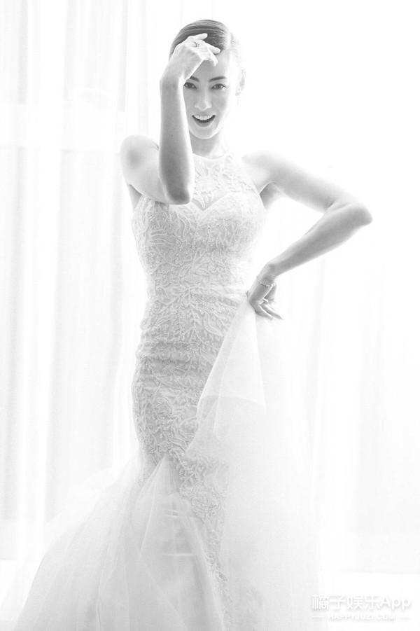 一袭白裙惊艳众人 她才是颜值最能打的女明星吧!