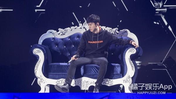 张杰惊喜现身QQ飞车十周年庆典,全新单曲《FAST》震撼