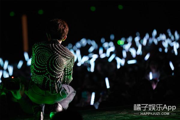 王源18岁演唱会首唱《天使》 偶像林俊杰惊喜现身