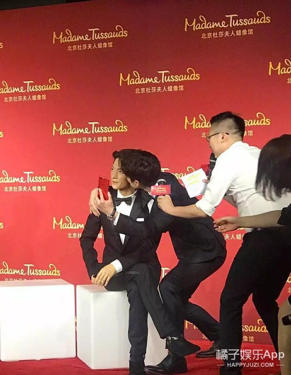 """王源刚强调完""""别摸我头发""""…结果两天不到头型就塌了"""