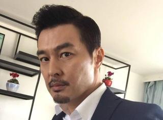 连凯曝某流量男一号用人皮面具代替演戏,网友半信半疑