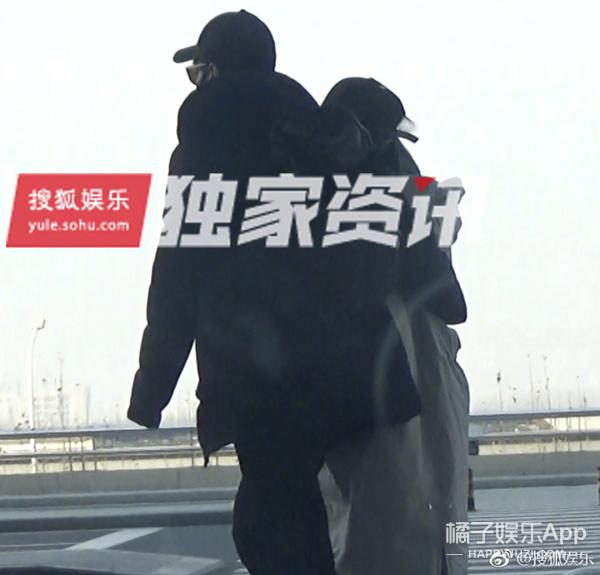 赵又廷陪高圆圆探亲 宠溺搂腰的姿势不要太甜!