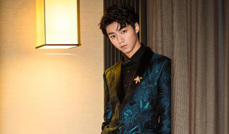 王俊凯帅气亮相展半熟魅力,是翩翩贵公子没错了