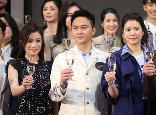 张智霖,站在老婆和绯闻女友中间是什么感受?