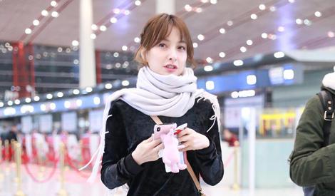 吴昕被赞笑容甜美,但是手里的它才是真少女