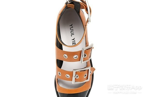 今年夏天最好看的9双复古凉鞋都在这了!收下这波草