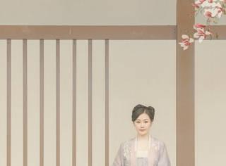 還記得《我是歌手》的場外主持趙子靚嗎?她改過這么多名字?