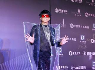 陈志朋这次是直接披了个塑料袋就去走秀了?