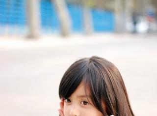 记得《一年级·小学季》的小苹果安淇尔吗?她14岁长这样…