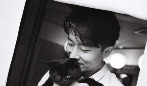 分享一枚东京街头的猫系男友,迷妹们快把黄轩领走吧