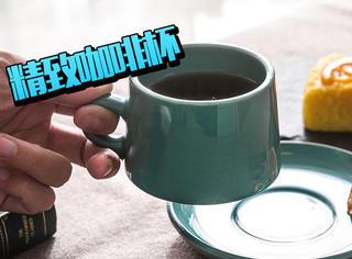 寒冷的冬天你需要一杯咖啡来温暖你的心