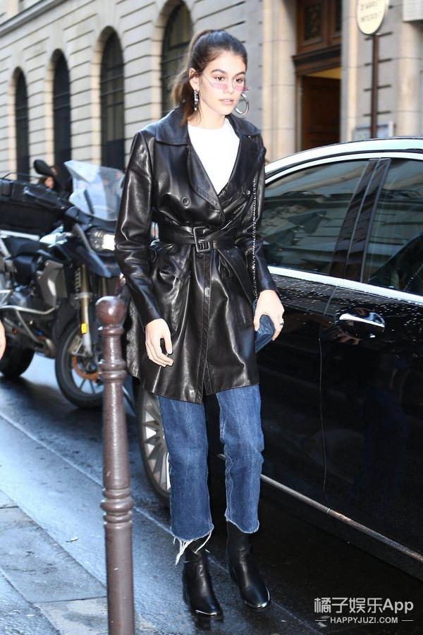 Kaia二度征战时装周,与Vitto一同巴黎出街!