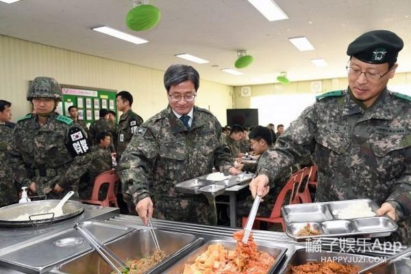 王嘉尔承认违约 金秀贤最新军中照曝光