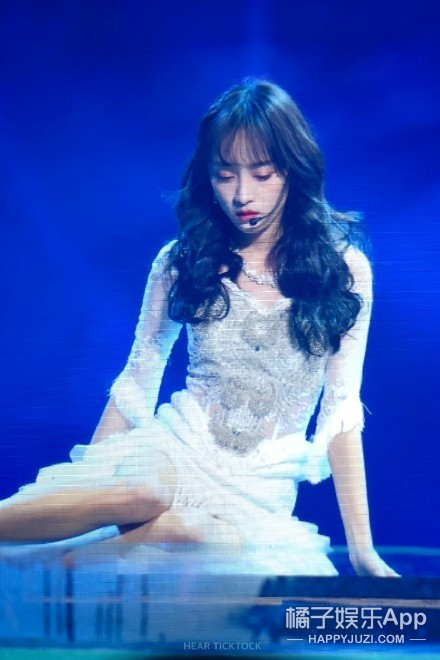 李艺彤终究还是和黄婷婷合唱了《人鱼》...