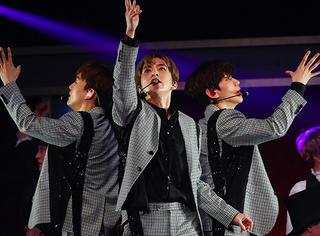 EXO-CBX日本演唱会吸引3万6千观众,现场火热!